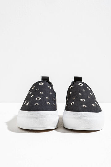 Slip-ons with eyelets
