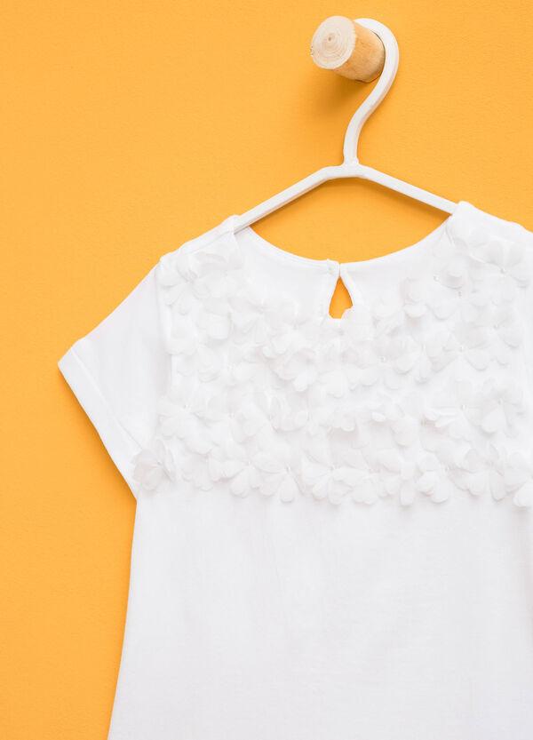 Camiseta en algodón elástico con flores de tul | OVS