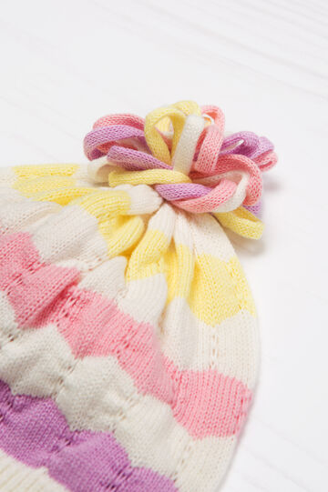 Knitted beanie cap in cotton.
