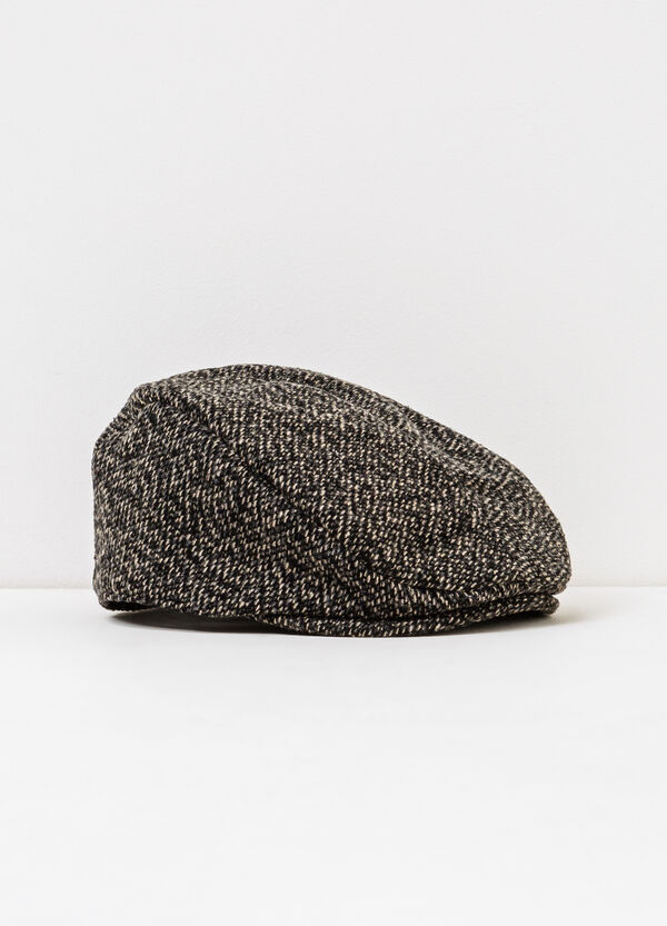 Knitted flat cap with patterned peak | OVS