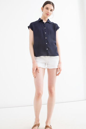 Short-sleeved viscose shirt.