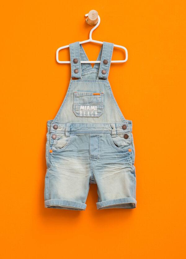 Salopette di jeans con stampa | OVS