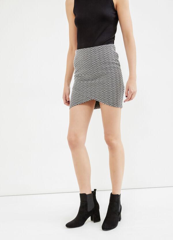Short skirt with high waist and geometric print | OVS
