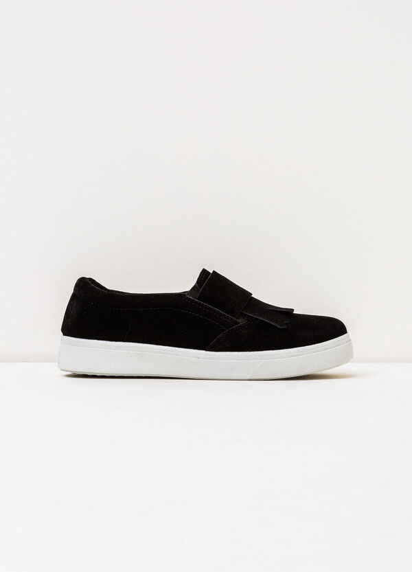 Solid colour slip-ons with contrasting sole. | OVS