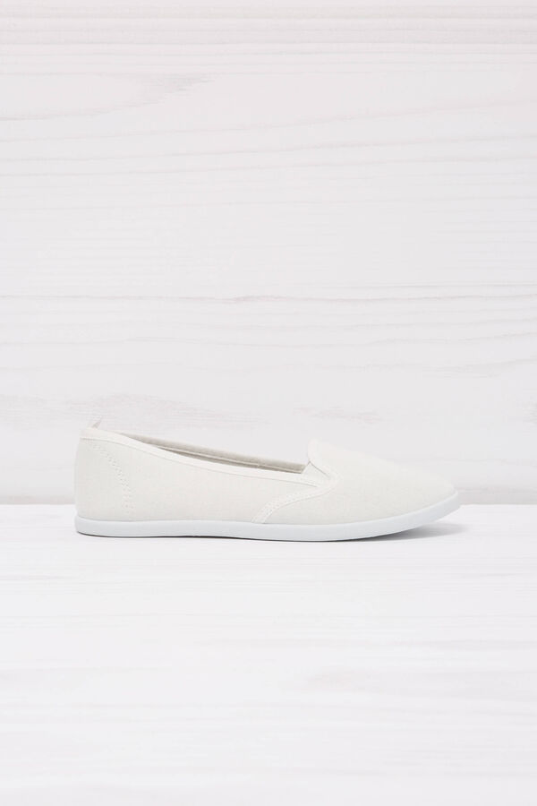 Solid colour slip-ons | OVS