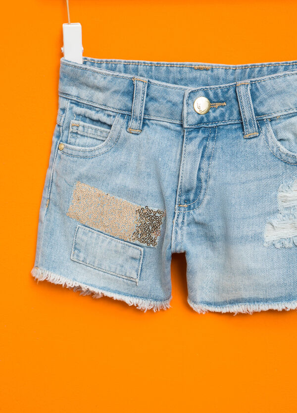 Shorts di jeans con patch e paillettes | OVS