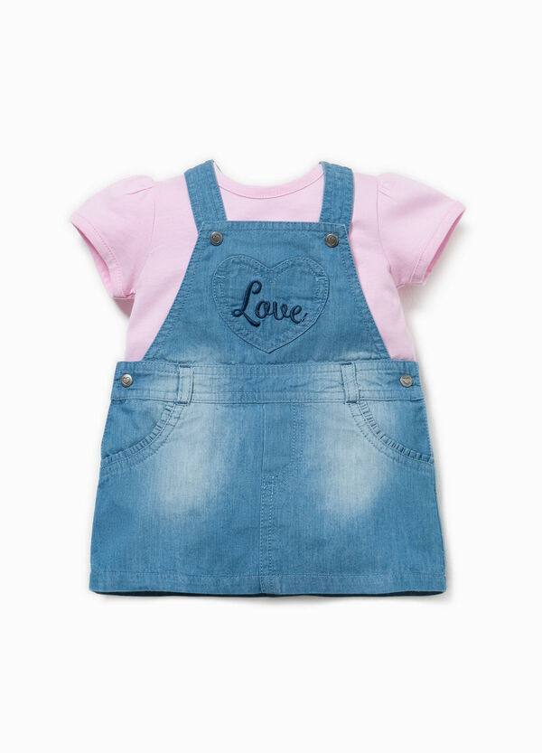 T-shirt and dungaree dress outfit | OVS