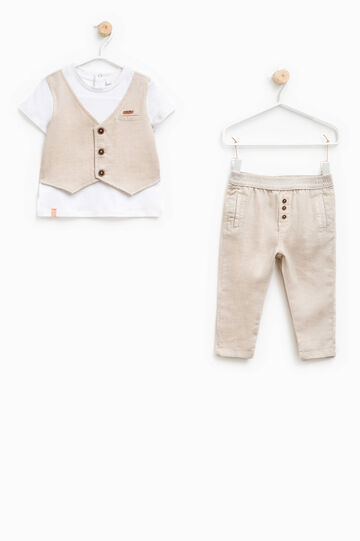 T-shirt and trousers outfit