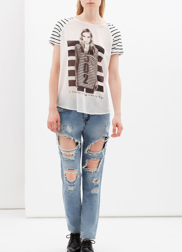 T-shirt stampata con scollo a barchetta | OVS