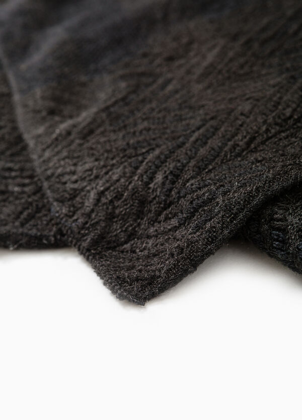 Knit scarf with embossed weave. | OVS