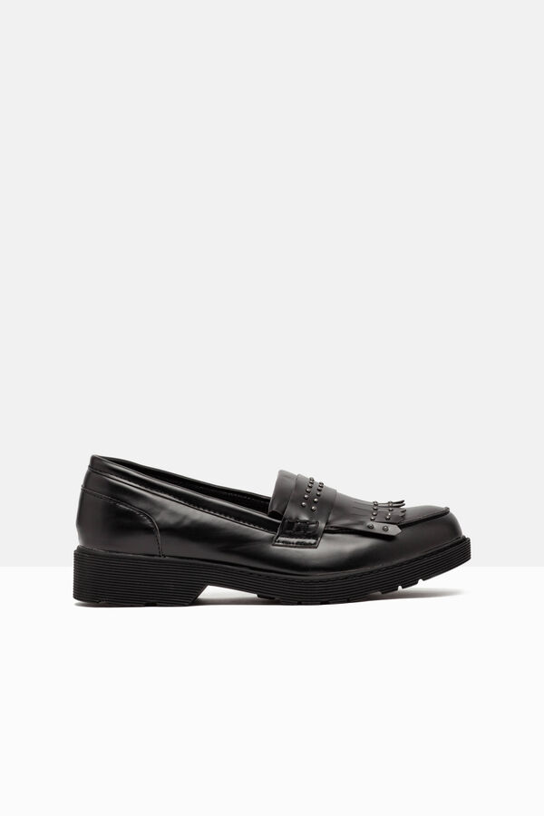 Loafers with fringe and studs. | OVS