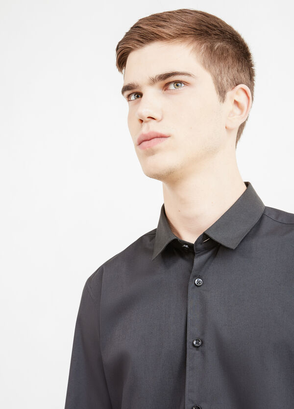 Camisa informal en mezcla de algodón de color liso | OVS