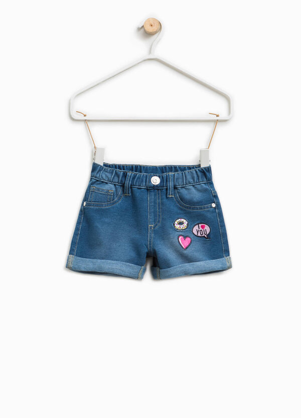 Shorts di jeans stretch con patch | OVS