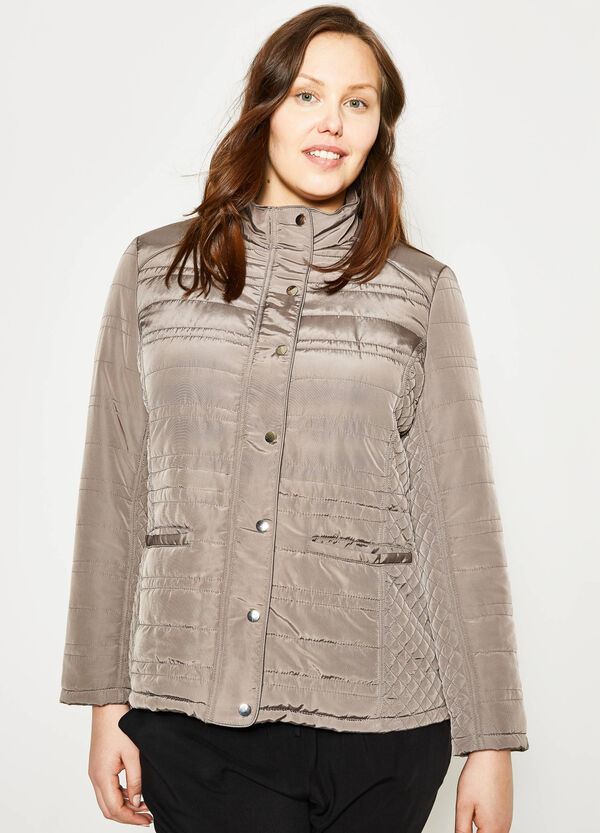 Curvy down jacket with zip and buttons | OVS