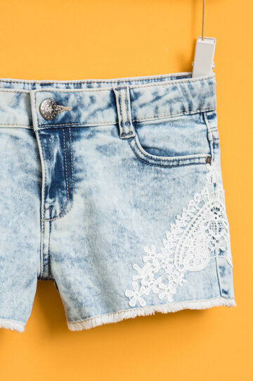 Mis-dyed-effect denim shorts with lace, Denim, hi-res