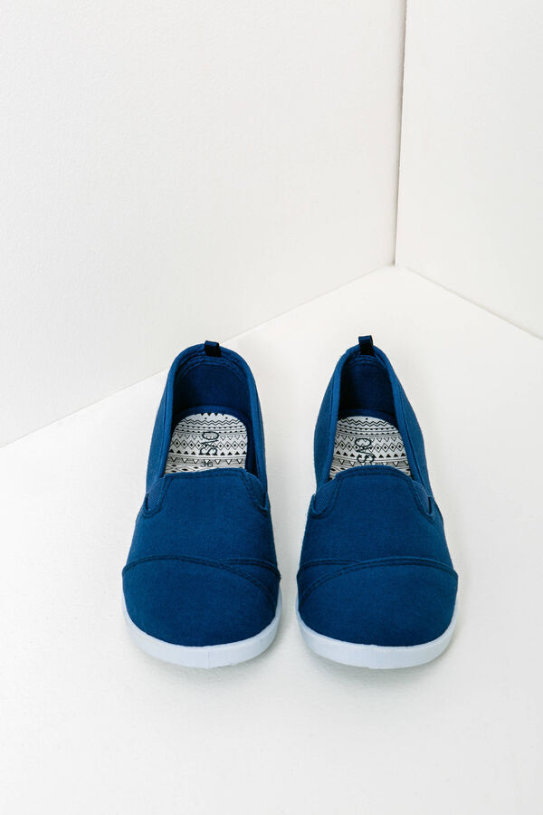 Canvas slip-on shoes with contrasting sole | OVS