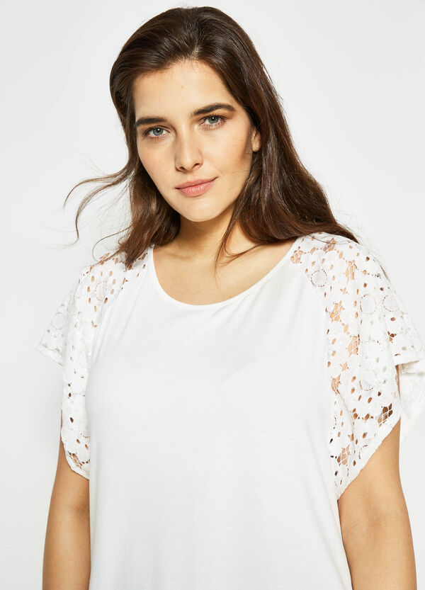 Curvy T-shirt with lace sleeves | OVS
