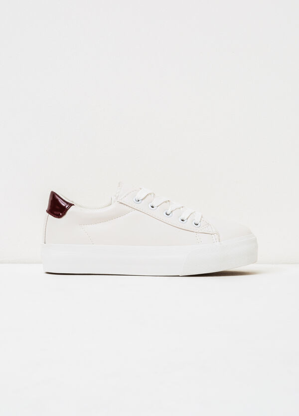 Solid colour sneakers with rubber sole. | OVS