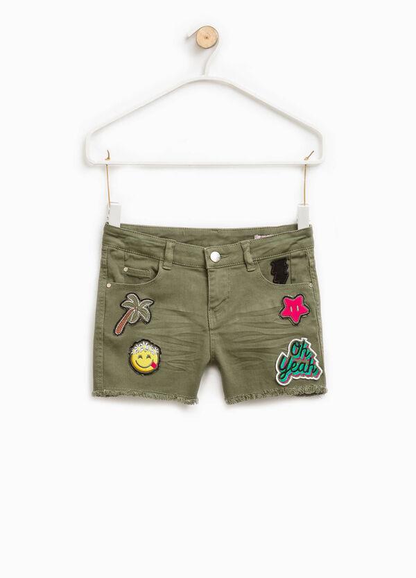 Shorts stretch con baffature e patch | OVS