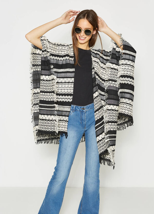 Patterned knitted cape with fringe | OVS