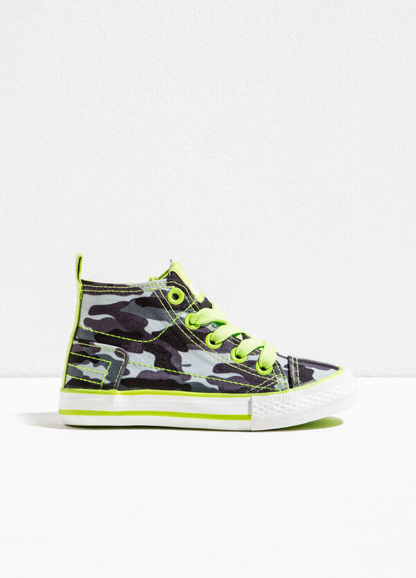 Camouflage print high-top sneakers | OVS