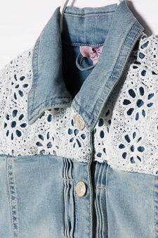 Giacca di jeans con carré in pizzo, Blu chiaro, hi-res