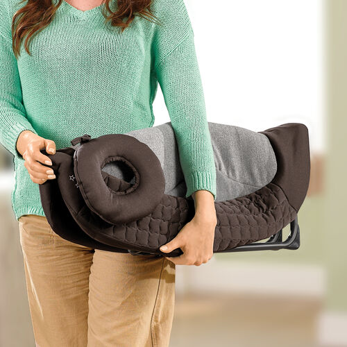 The Napper on the Chicco Lullaby Dream playard folds easily for easy to store and traveling needs.