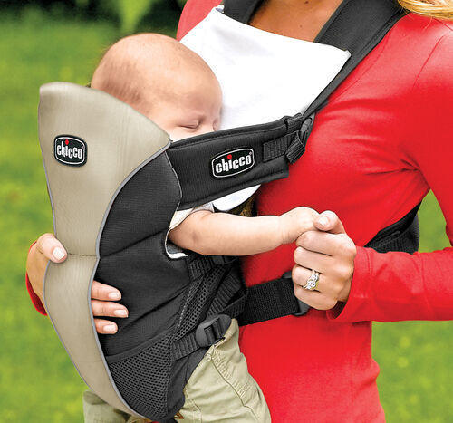 Unique cuddle pocket lets baby feel the comfort of your touch while using the soft infant carrier