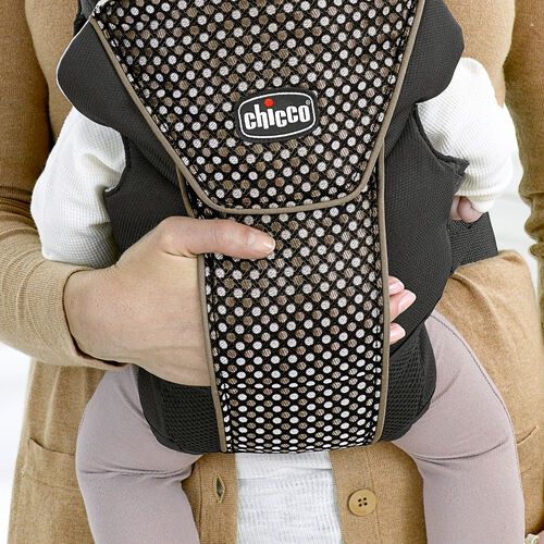 The UltraSoft Infant Carrier features an exclusive cuddle pocket for comforting baby with your touch