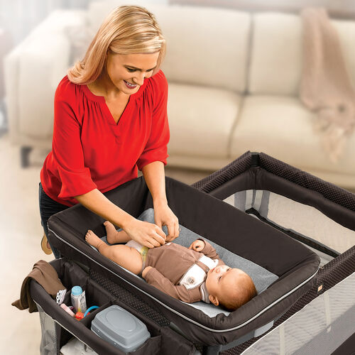 The Lullaby Dream playard feastures a detachable changer and parent organzier with easy access