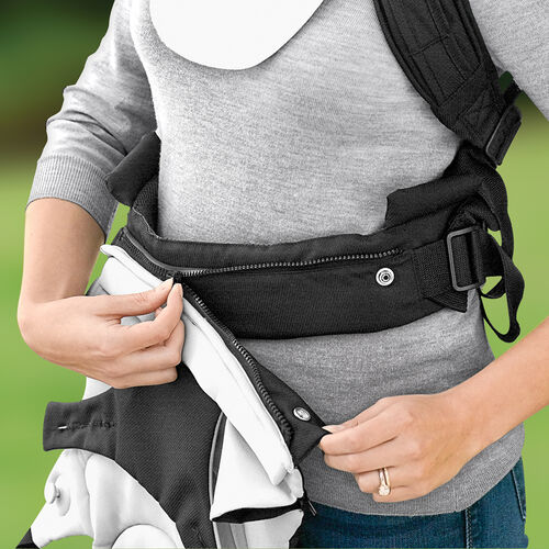 Unique two-piece design allows the vest and baby carrier to be adjusted separately