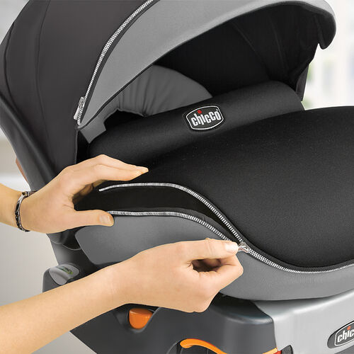 Zip-around all weather boot on the Chicco KeyFit 30 Obsidian keeps baby warm when temperatures drop