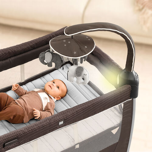 Baby will be entertained with the electronic toy bar with detachable soft toys