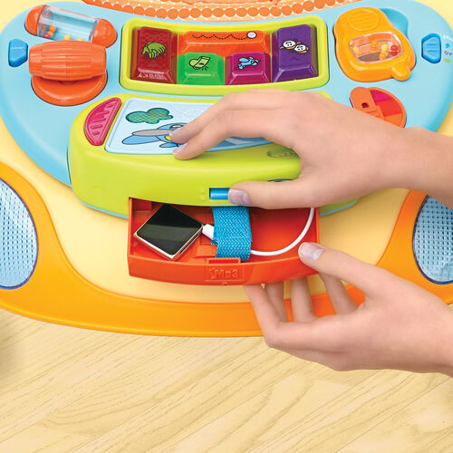 The D@nce Walker features a MP3 player audio jack so you can play custom music for baby