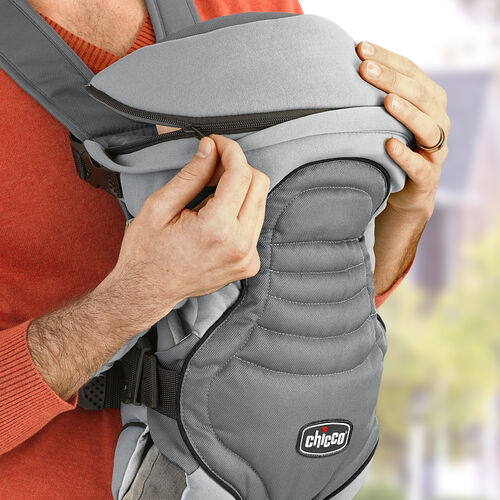The Coda Carrier has a zip-on hood that keeps baby warm when facing in