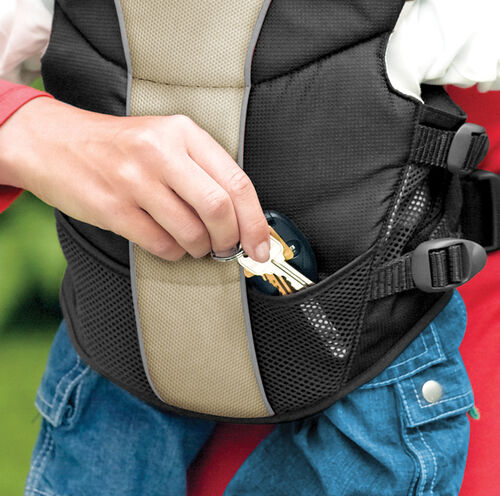 Stow your keys, pacifiers, or anything else small in the UltraSoft Baby Carrier's mesh storage pockets