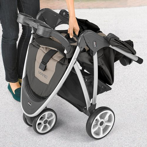The Viaro stroller features one hand compact fold for easy of traveling