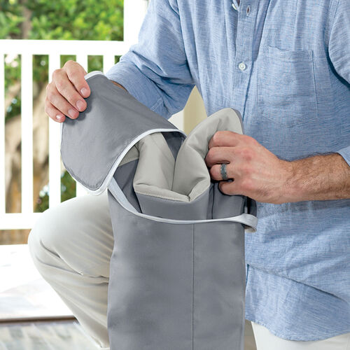 Easily store and travel with your Chicco Pocket Relax Portable rocker with the included zippered storage bag and tote.