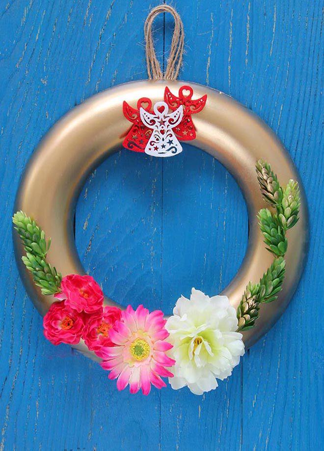Gift concept Altın Sarısı, Üç  Şans Melekli Çiçekler Kapı Süsü