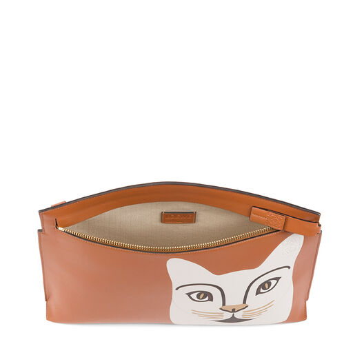 LOEWE Cat T Pouch Tan/White all