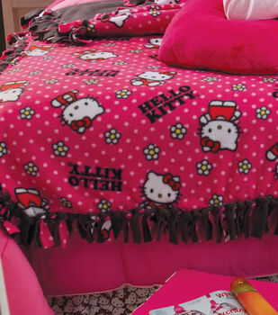Hello Kitty No-Sew Throw