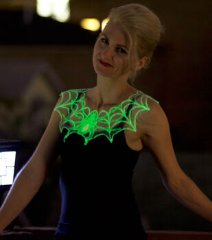 How To Make A Glow in the Dark Spider Web Necklace