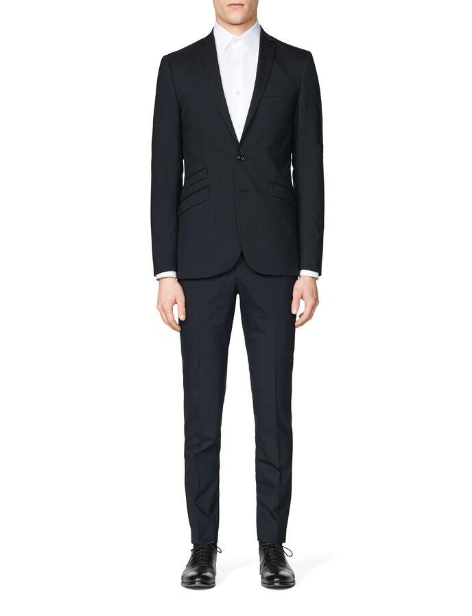 Nedvin suit