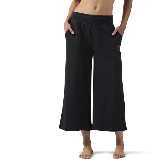Reebok - Straight Leg Cropped Sweatpants Black CD8188